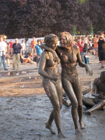 babes in mud