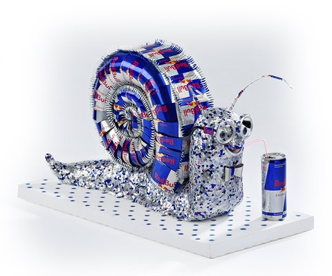 Red Bull Drawing http://dordeduca.ro/foto/evenimente/red_bull_art_of_can/8149/0/21454/
